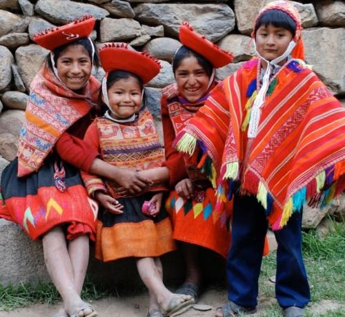 Kinderen uit Peru met traditionele kleding